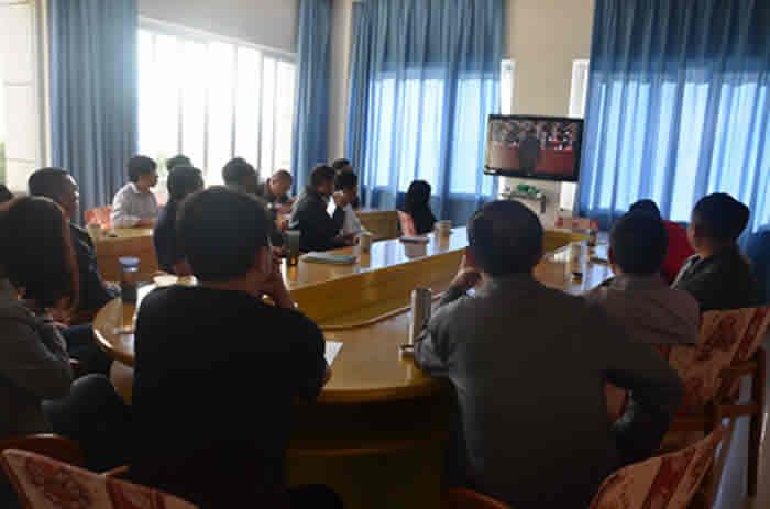县人大机关党支部组织干部职工观看党的十九大电视直播
